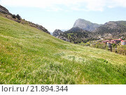 Купить «Крымские горы и жилой район города Судак», фото № 21894344, снято 5 мая 2010 г. (c) Parmenov Pavel / Фотобанк Лори