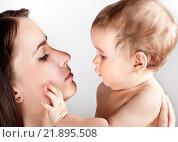 Купить «Малыш с мамой», фото № 21895508, снято 7 марта 2013 г. (c) Элина Гаревская / Фотобанк Лори