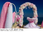 Украшения для свадебной церемонии на берегу океана. Стоковое фото, фотограф Станислав Симонов / Фотобанк Лори