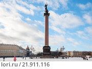 Купить «Дворцовая площадь, Александровская колонна. Зима, Санкт-Петербург», фото № 21911116, снято 17 февраля 2016 г. (c) Сергей Пинаев / Фотобанк Лори