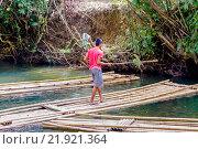 Купить «Сплавщик плотов, Таиланд», эксклюзивное фото № 21921364, снято 26 октября 2015 г. (c) Хайрятдинов Ринат / Фотобанк Лори