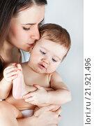 Купить «Малыш с мамой», фото № 21921496, снято 7 марта 2013 г. (c) Элина Гаревская / Фотобанк Лори