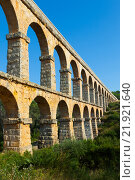 Aqueduct de les Ferreres (Pont del Diable) in summer (2013 год). Стоковое фото, фотограф Яков Филимонов / Фотобанк Лори