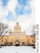 Купить «Адмиралтейство в Санкт-Петербурге. Зимний парк.», фото № 21930240, снято 17 февраля 2016 г. (c) Сергей Пинаев / Фотобанк Лори