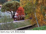 Набережная реки Белокуриха осенью. Стоковое фото, фотограф Владимир Иванов / Фотобанк Лори
