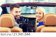 Купить «happy couple sitting in car at auto show or salon», фото № 21941044, снято 22 января 2015 г. (c) Syda Productions / Фотобанк Лори