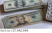 Купить «Доллары разного номинала», видеоролик № 21942044, снято 26 февраля 2016 г. (c) Яна Королёва / Фотобанк Лори