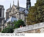 Купить «Собор Парижской Богоматери, Нотр-Дам де Пари (La cathédrale Notre-Dame de Paris), Париж, Франция», фото № 21962592, снято 22 августа 2013 г. (c) Дарья Кравченко / Фотобанк Лори