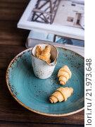 Домашние рулетики с сахаром на тарелке. Стоковое фото, фотограф Анна Курзаева / Фотобанк Лори