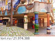 Купить «Дом Хундертвассера в Вене. Деталь фасада. Австрия», фото № 21974388, снято 26 февраля 2016 г. (c) Bala-Kate / Фотобанк Лори