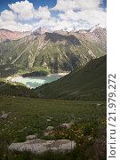 Вид сверху на горное озеро в летнее время (2014 год). Стоковое фото, фотограф Алексей Большаков / Фотобанк Лори
