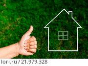Купить «Женская рука показывает большой палец вверх на фоне зеленой травы и символа дома с трубой», фото № 21979328, снято 15 августа 2015 г. (c) Захар Гончаров / Фотобанк Лори