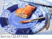 Купить «Пирог с начинкой из рыбы на тарелке», эксклюзивное фото № 22017932, снято 1 марта 2016 г. (c) Яна Королёва / Фотобанк Лори