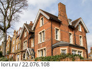 Купить «Ряд типичных английских домов в Лондоне», фото № 22076108, снято 13 апреля 2015 г. (c) Наталья Окорокова / Фотобанк Лори