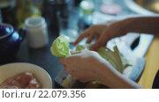 Купить «Приготовление овощного салата», видеоролик № 22079356, снято 6 марта 2016 г. (c) Константин Колосов / Фотобанк Лори