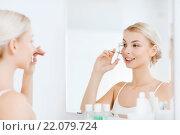 Купить «woman with curler curling eyelashes at bathroom», фото № 22079724, снято 13 февраля 2016 г. (c) Syda Productions / Фотобанк Лори
