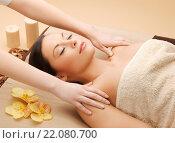 Купить «beautiful woman in massage salon», фото № 22080700, снято 12 января 2013 г. (c) Syda Productions / Фотобанк Лори