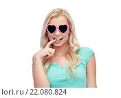 Купить «happy young woman in heart shape sunglasses», фото № 22080824, снято 13 февраля 2016 г. (c) Syda Productions / Фотобанк Лори