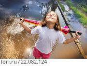 Купить «Девочка наслаждается солнцем после дождя», фото № 22082124, снято 11 июля 2015 г. (c) Ермилова Арина / Фотобанк Лори