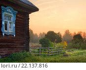 Дворик деревенского дома в Ярославской области (2014 год). Стоковое фото, фотограф Алексей Лобанов / Фотобанк Лори