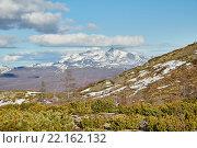 Начало лета в горах на Колыме. Снег еще лежит. Магаданская область. Стоковое фото, фотограф Юрий Слюньков / Фотобанк Лори