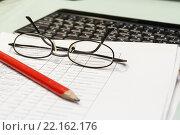 Купить «Рабочее место бухгалтера. Документы, карандаш, очки, клавиатура», фото № 22162176, снято 11 марта 2016 г. (c) Александр Якимов / Фотобанк Лори