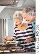Купить «Happy senior man standing with wife cooking food at hob», фото № 22165056, снято 9 ноября 2015 г. (c) Wavebreak Media / Фотобанк Лори
