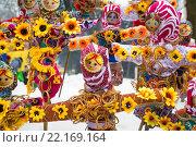Купить «Куклы Масленицы стоят в снегу на бульваре в центре города Ярославля», фото № 22169164, снято 6 марта 2016 г. (c) Николай Винокуров / Фотобанк Лори
