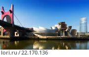 La Salve Bridge, Guggenheim Museum and Torre Iberdrola in Bilbao (2015 год). Редакционное фото, фотограф Яков Филимонов / Фотобанк Лори