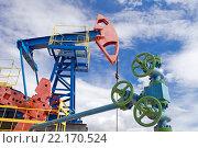 Нефтяной насос и вентили на трубах. Стоковое фото, фотограф Георгий Shpade / Фотобанк Лори