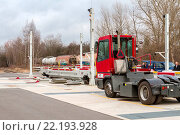 Купить «CargoBeamer ist ein System fuer den automatischen Umschlag von LKW-Sattelaufliegern von der Strasse auf die Schiene und wieder auf die Strasse. - Ansicht...», фото № 22193928, снято 21 августа 2019 г. (c) age Fotostock / Фотобанк Лори