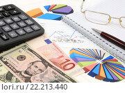 Купить «Калькулятор, графики, диаграммы, ручка, очки, евро и доллары. Бизнес-натюрморт», эксклюзивное фото № 22213440, снято 7 марта 2016 г. (c) Юрий Морозов / Фотобанк Лори