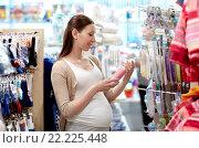 Купить «happy pregnant woman shopping at clothing store», фото № 22225448, снято 27 июля 2015 г. (c) Syda Productions / Фотобанк Лори