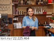 Купить «barista woman cleaning espresso machine holder», фото № 22225464, снято 1 декабря 2015 г. (c) Syda Productions / Фотобанк Лори