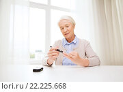 Купить «senior woman with glucometer checking blood sugar», фото № 22225668, снято 10 июля 2015 г. (c) Syda Productions / Фотобанк Лори