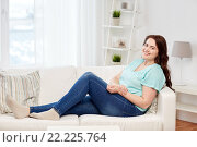 Купить «happy young plus size woman at home», фото № 22225764, снято 21 февраля 2016 г. (c) Syda Productions / Фотобанк Лори