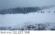 Купить «Snowstorm in Winter Mountain», видеоролик № 22227168, снято 2 марта 2016 г. (c) Юрий Брыкайло / Фотобанк Лори