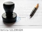 Купить «Оформление документов у нотариуса», эксклюзивное фото № 22238624, снято 17 марта 2016 г. (c) Игорь Низов / Фотобанк Лори