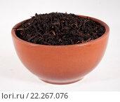 Чёрный чай в коричневой миске на белом фоне, фото № 22267076, снято 27 февраля 2016 г. (c) Литвяк Игорь / Фотобанк Лори