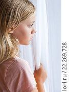 Купить «Вертикальный портрет девочки блондинки у окна», фото № 22269728, снято 23 августа 2014 г. (c) EugeneSergeev / Фотобанк Лори