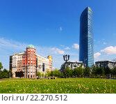 Artklass building and Iberdrola Tower in Bilbao (2015 год). Редакционное фото, фотограф Яков Филимонов / Фотобанк Лори