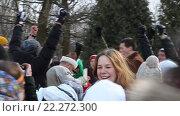 Купить «Отобранное у защитников чучело Богини Морены в руках победителей. Праздник прихода Весны в музее Константина Васильева. Москва», эксклюзивный видеоролик № 22272300, снято 20 марта 2016 г. (c) Сергей Соболев / Фотобанк Лори