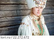 Купить «Портрет молодой женщины в традиционной сибирской одежде», фото № 22272672, снято 22 июля 2015 г. (c) Евгений Майнагашев / Фотобанк Лори