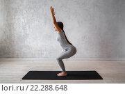 Купить «Молодая девушка показывает упражнения из традиционной йоги», фото № 22288648, снято 9 февраля 2016 г. (c) Евгений Глазунов / Фотобанк Лори