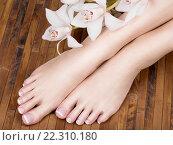 Купить «female feet with white french pedicure on nails. at spa salon», фото № 22310180, снято 31 марта 2015 г. (c) Валуа Виталий / Фотобанк Лори