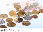 Купить «Монеты 5 и 10 рублей и купюры 100 рублей», эксклюзивное фото № 22312012, снято 21 марта 2016 г. (c) Яна Королёва / Фотобанк Лори