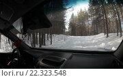 Купить «Автомобиль едет по зимней дороге в лесу, вид из салона», видеоролик № 22323548, снято 21 марта 2016 г. (c) Кекяляйнен Андрей / Фотобанк Лори