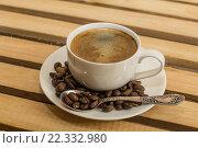 Чашка кофе и зерна на блюце. Стоковое фото, фотограф Ivan Dubenko / Фотобанк Лори