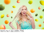Купить «happy young woman in sunglasses eating ice cream», фото № 22339716, снято 13 февраля 2016 г. (c) Syda Productions / Фотобанк Лори