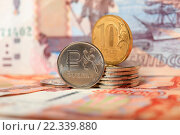 Купить «Монеты 1 рубль и 10 рублей на фоне купюр крупно», эксклюзивное фото № 22339880, снято 24 марта 2016 г. (c) Яна Королёва / Фотобанк Лори